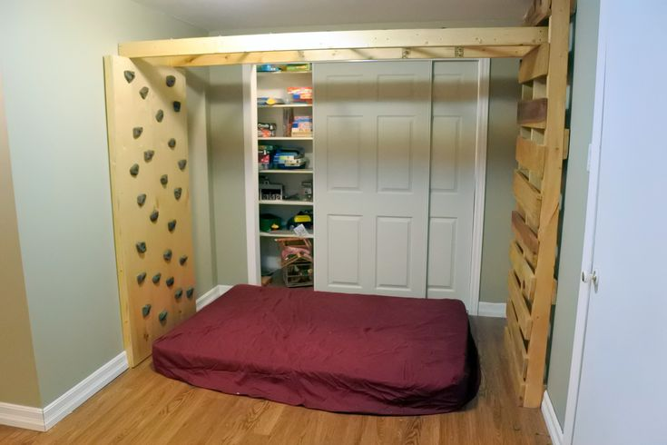 #indoorjunglegym DIY monkey bars indoor playground climbing wall storage closet pallet upcycle