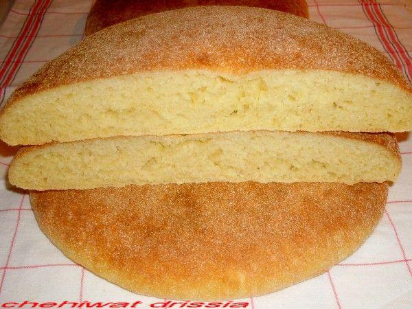 Bonjour/salam: voici mon pain que je fais souvent,et comme promis pour mes lectrices je vous mets ma recette,c'est vrai j'avais mis que les photos sur mon blog,mais pas la recette,j'ai d'autres façon de préparer le pain,mais pour commencer,je vous poste...
