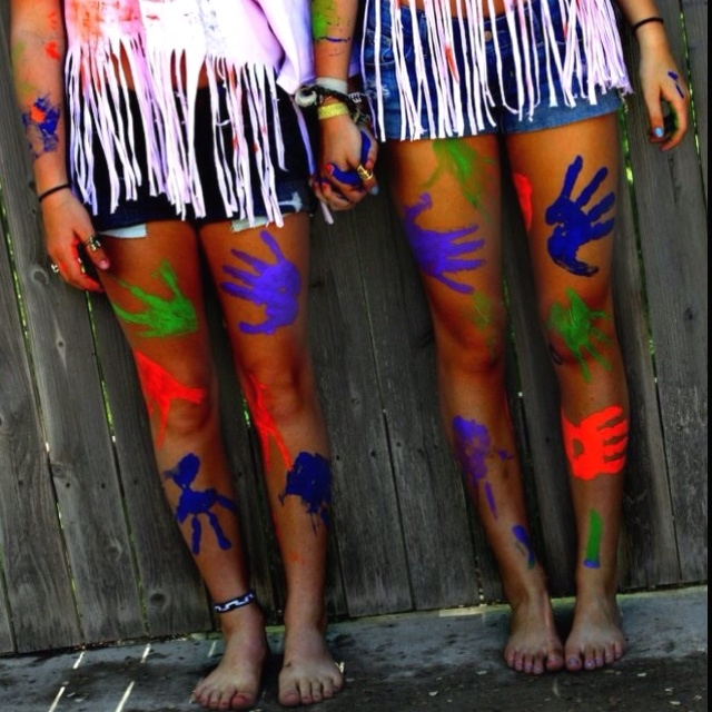 Paint Fight! what better idea for 2014 summer than to have a paint fight. for my bucketlist im gonna have a paint fight!