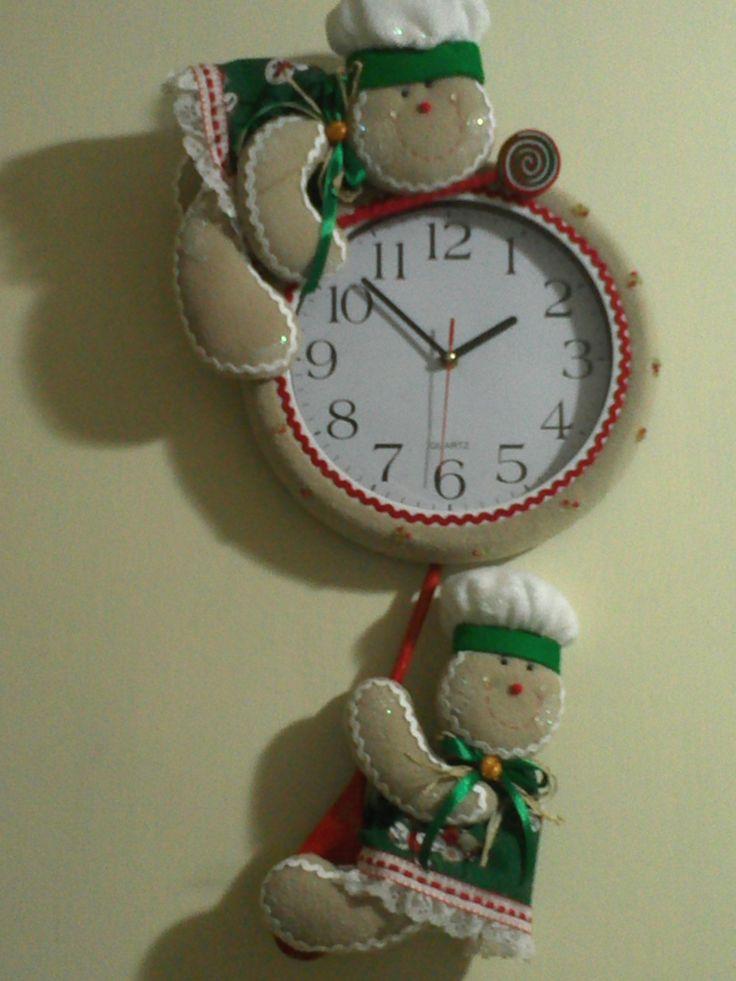 Reloj hecho a base de fieltro. Cortesía de The Gift Handmade.