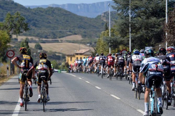 Vuelta a España 2014 - Stage 11: Pamplona - San Miguel de Aralar (Navarre) 153.4km - #LaVuelta #LaVuelta2014 #Vuelta #Vuelta2014 #VueltaEspana - Jay Robert Thomson (MTN-Qhubeka) takes a natural break
