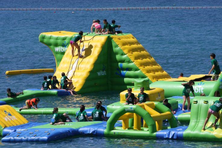 Για παιχνίδι δίπλα (ή και μέσα) στη θάλασσα, με το δροσερό αεράκι να φυσάει, επισκεφθείτε έναν απ' αυτούς τους… καλοκαιρινούς παιδότοπους.