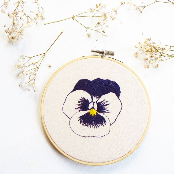 Floral hoop Art, embroidered Amores perfeitos (perfect love) for mother's day, flower wall art, purple embroidered flowers
