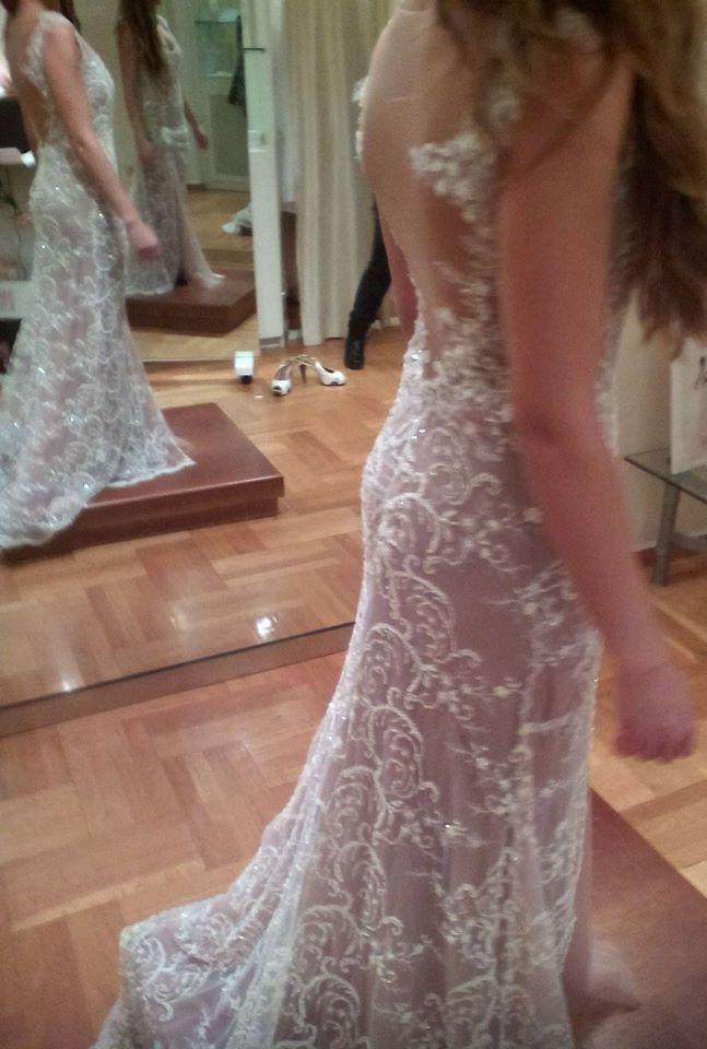 Eleni Kollarou / Lace wedding dress with a beautiful back