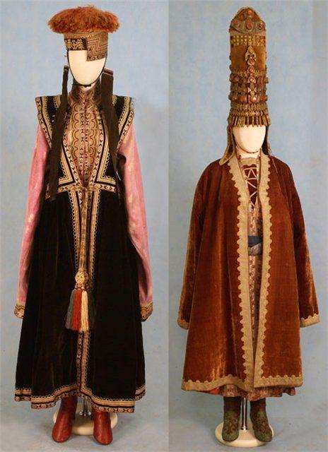 Слева: женский костюм, середина XIX века, калмыки, Ставропольская губ Справа: костюм невесты, середина XIX века, казахи, область оренбургских киргизов