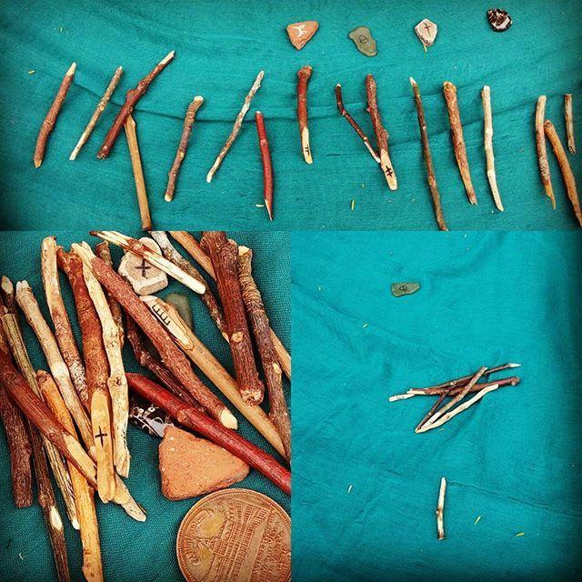 Divination at the Ostend Markets Waiheke Island read my faery goddess son.  #ogham #oghantrees #CelticOgham #DriudCraft #TreeSpirit #seer #sacredtrees #waiheke_island #magical #ostendmarket #newzealand