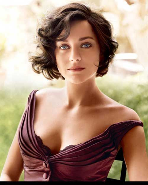 short style for wavy hair, vintage-y