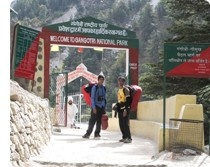 This national park is situated in the district Uttarkashi in Uttaranchal. The size of this national park is about 1,553 square km. The beauty of the tall and dense forest, interesting beauty of green mountains and the lovely spring are major attraction for a tourist to visit the park again and again.