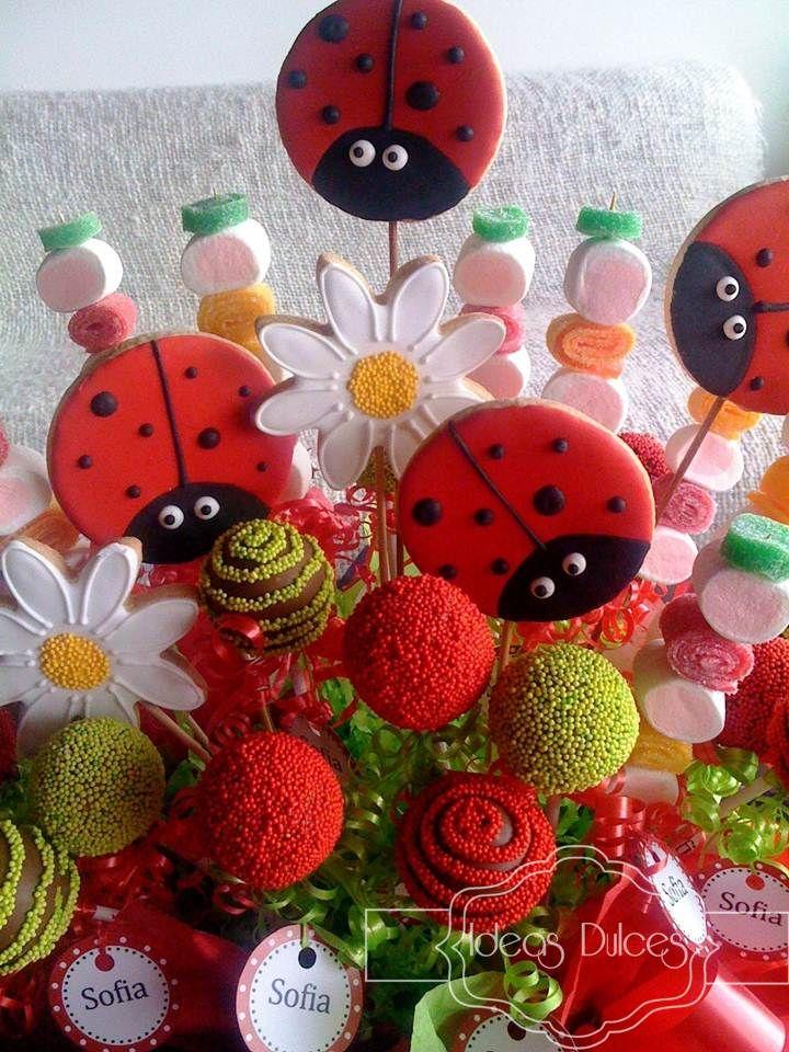 Detalle Arreglo de Cake pops, Galletas y Masmelos para el cumple de Sofía