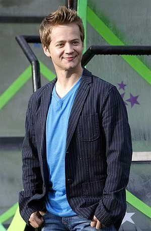 "I want Jason Earles to play the role of the Dodo Bird. He would be a good fit because of his past roles and physical appearance. He played Jackson in ""Hannah Montana"", and he was a fun brother that caused trouble. Jason would be a good Dodo Bird and make the role more enjoyable for the audience. He would also have a larger role in the play."