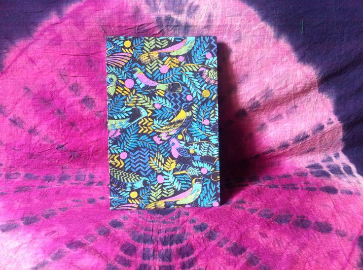 Cuaderno cosido a mano con hojas lisas y tapa dura. USD