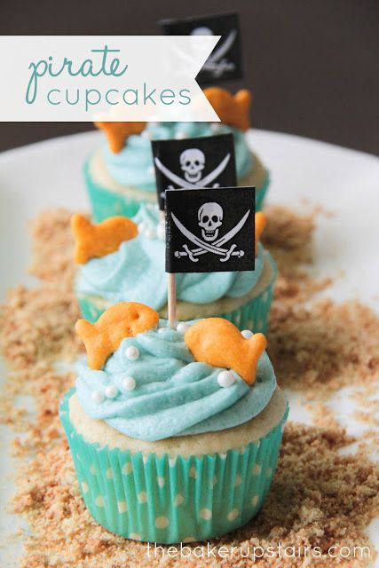 Pirate cupcakes from The Baker Upstairs. Quick and easy to decorate, and so adorable too! http://www.thebakerupstairs.com