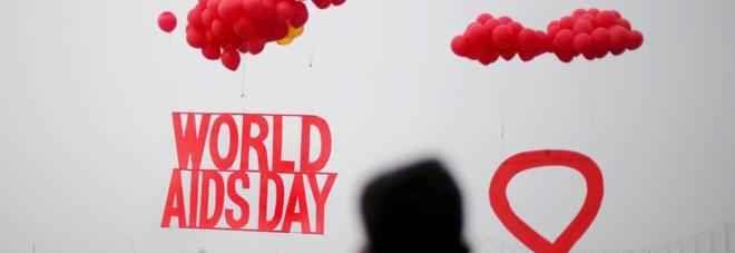"""""""Hiv"""" da domani il test fai da te si compra in farmacia: come funziona Nelle farmacie italiane arriva domani giornata mondiale contro lAids il primo test per lautodiag hiv"""