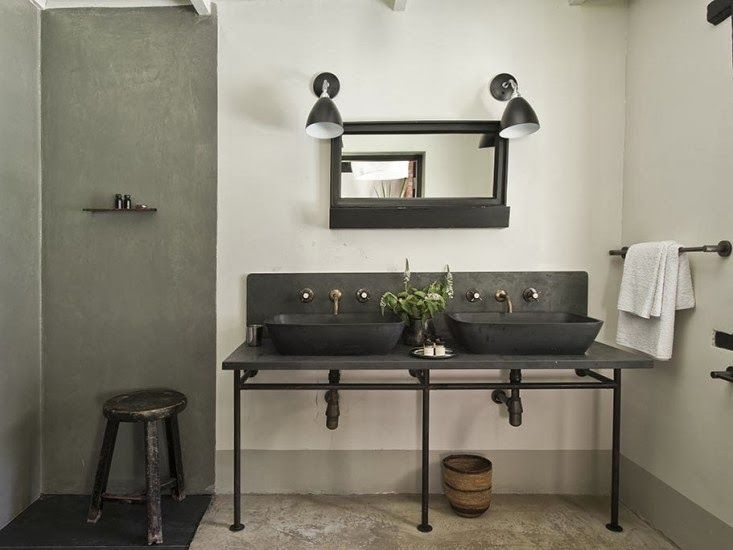 du noir dans la salle de bain