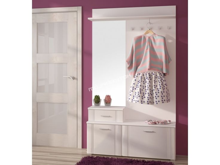 Priestranná predsieňová zostava so zrkadlom dostupná v 2 farebných prevedeniach.