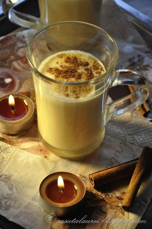 Eggnog, lichior de oua, o reteta de bautura de rasfat, aromata, cu ou, lapte si condimente parfumate, licoarea perfecta in serile reci si lungi de iarna