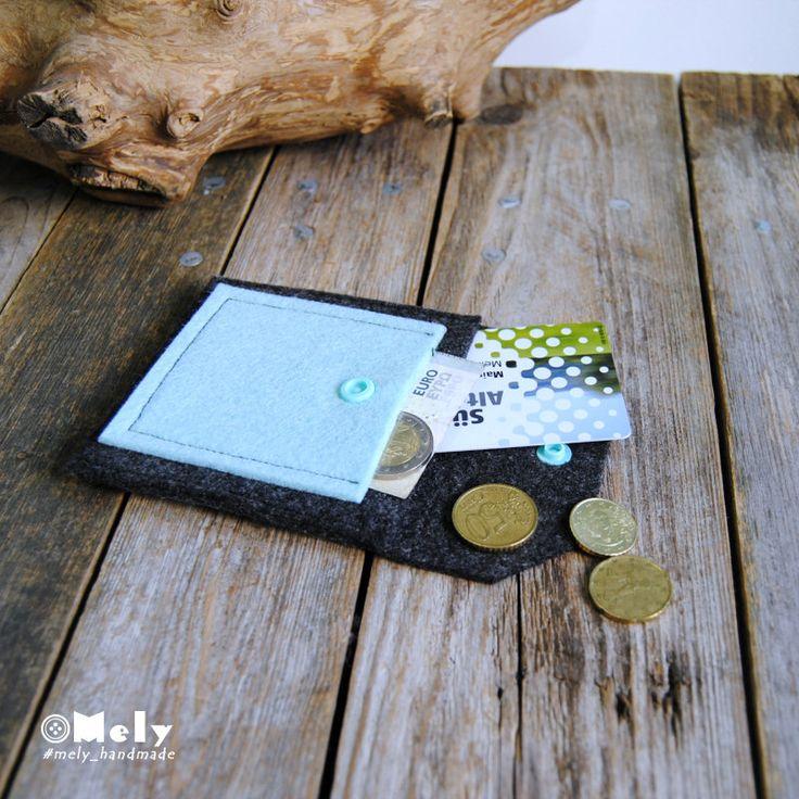 Piccolo portamonete/portatutto da borsa in feltro grigio scuro e taschina in feltro celeste di MelyHandmade su Etsy