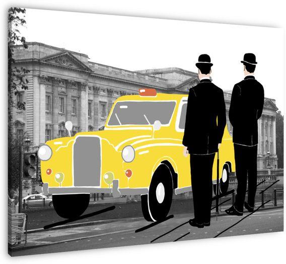 Twee londonse mannen met bolhoed bij een typisch engelse gele taxi