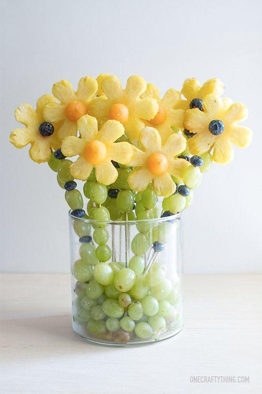 Påskpyssel med mat – så (enkelt) gör du påskbordet till en blomsteräng   Sköna hem
