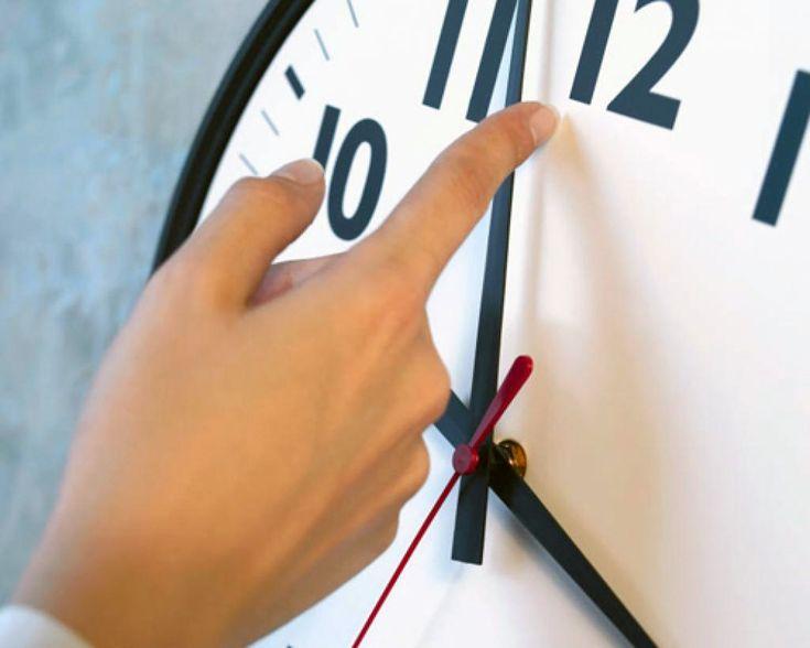 Horário de verão termina daqui a uma semana - O horário de verão acaba no próximo domingo (19), a partir da 0h, quando os relógios devem ser atrasados em uma hora nas regiões Sul, Sudeste e Centro-Oeste. A medida, em vigor desde outubro, tem como objetivo aproveitar melhor a luz solar durante o período do verão, além de estimular o uso - http://acontecebotucatu.com.br/nacionais/horario-de-verao-termina-daqui-uma-semana/