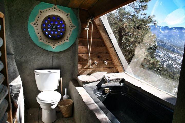 Les earthships sont des habitations destinées à l'autoconstruction, dans le but d'édifier des logements respectant la nature à moindr...