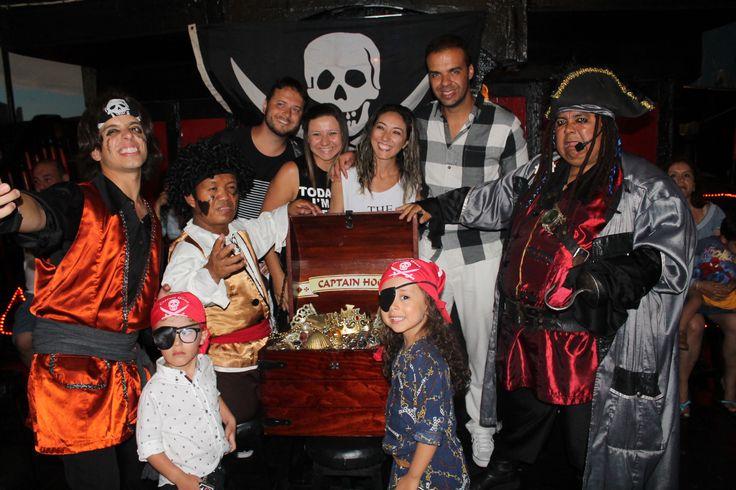 Vive una fiesta pirata con Capitán Hook, ¡uno de los mejores tours en Cancún! - http://revista.pricetravel.com.mx/lugares-turisticos-de-mexico/2016/11/18/fiesta-pirata-con-capitan-hook-uno-de-los-mejores-tours-en-cancun/