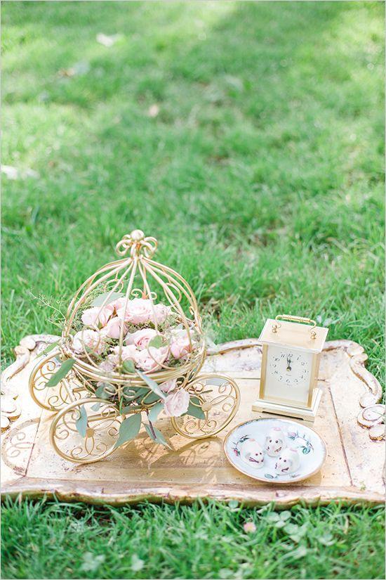 cinderella carriage bouquet @weddingchicks