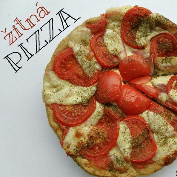 Žitná pizza se šunkou a mozzarellou
