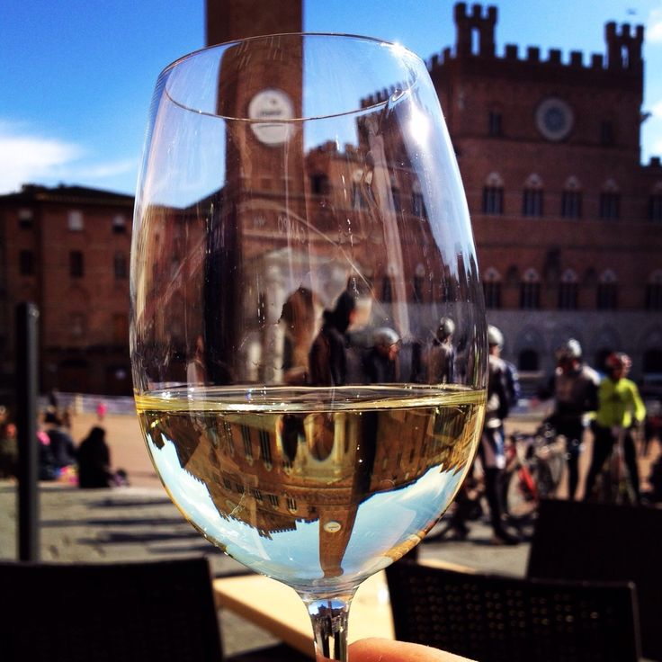 All the flavor of Tuscany in a glass of white wine. Choose your favorite.