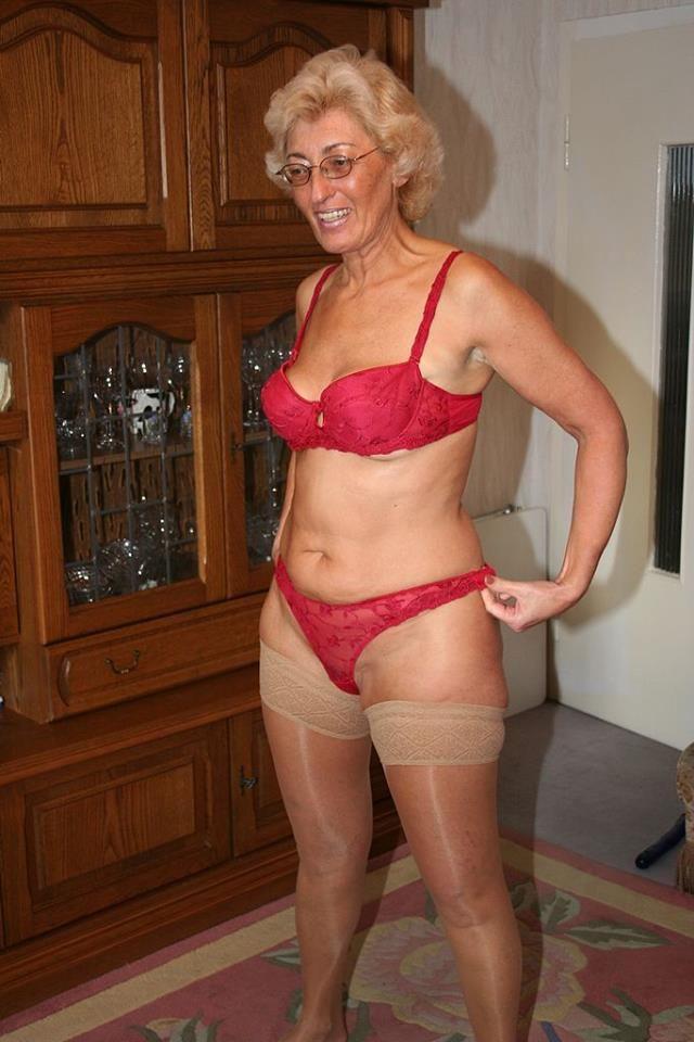 Cougar women dating photos 2