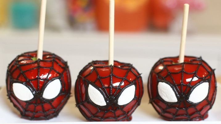 How to make Spider-Man candy apples.  Why didn't I think of this?