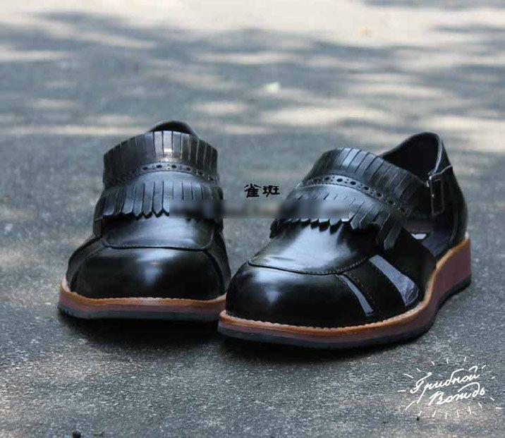 Кожаные сандалии с бахромой в британском стиле. В  детстве такое мама на тебя не обула бы ни за что, а  сегодня ты готов пойти даже на сделку с дьяволом!  «Акция от Мефистофеля» (артикул 3-22)