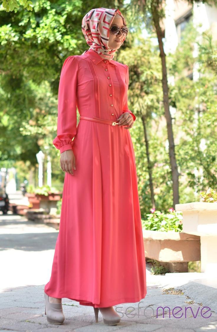 Şükran Abiye Tulum Elbise 4062 01 Ince Krep Kumastan Imal Edilmistir ve cok hafiftir.Düğün ve Bayramlarda kullanabileceğiniz şık bir o kadarda rahat elbiseler.