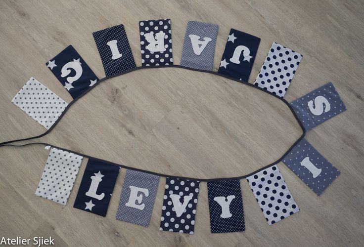 Verjaardagsslinger van stof met vilten letters. #vlaggenlijn #naamslinger #verjaardag #jongen
