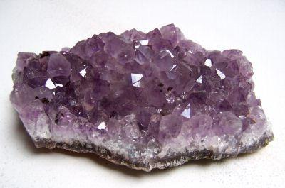 » KRISTÁLYMUTATÓ » Ametiszt - ametiszt kristálytelep | Crystalitas