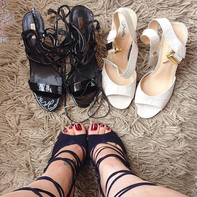 No post das sandálias esqueci dessas 3 lindezas, ao total são 32 sandálias  Ontem tirei fotos com essas, vou postando para vcs.❣ #feet #pés #foot #pé #feetlovers #instafeet #footfetish #feticheporpes #toes #unhas #unhasdasemana #sandalia #sapato #teamprettyfeet #nailpolish #dominatrix #esmalte #pies #pieds #podolatria #toering #dedoslongos #soles #solas #lindospés #amomeuspés #footmodel #schutz #luizabarcelos #jorgealex