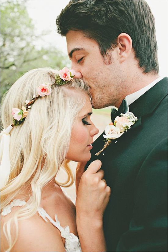boho bridal looks with simple rose floral crown