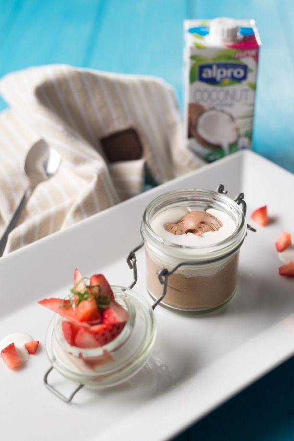 Kokosovy pohar s horkou cokoladou