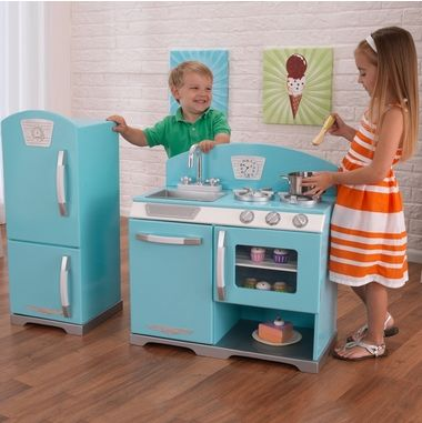 Whip up a fun and tasty meal with this adorable Kidkraft Retro Kitchen Refrigerator in blue.  The unique, 50's design gives you a wave of nostalgia while your youngsters prepare for their next dinner party with friends.