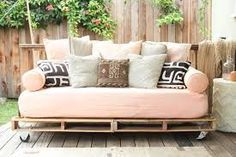 DIY  queen daybed for guest room