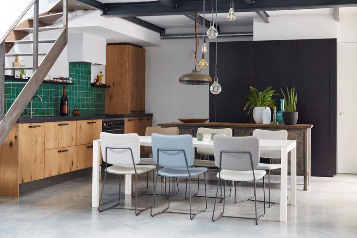 Eetkamertafel Pedro, eetkamerstoelen Kiko | - Bert Plantagie - Vesta Design. Lamp grijs Dek 51 | Zuiver - Vesta 4X STOER