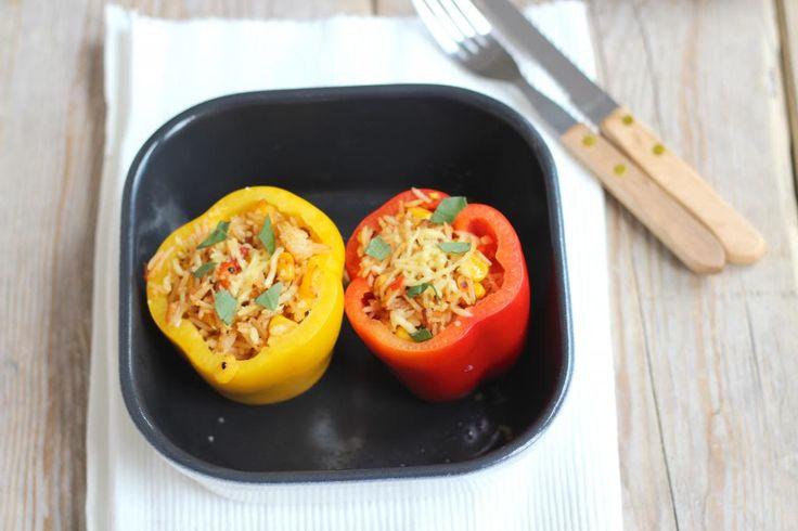 Gevulde paprika's zijn erg lekker en redelijk snel te bereiden. Wij hebben de paprika's gevuld met onder andere rijst, mais en wat lekkere kruiden.
