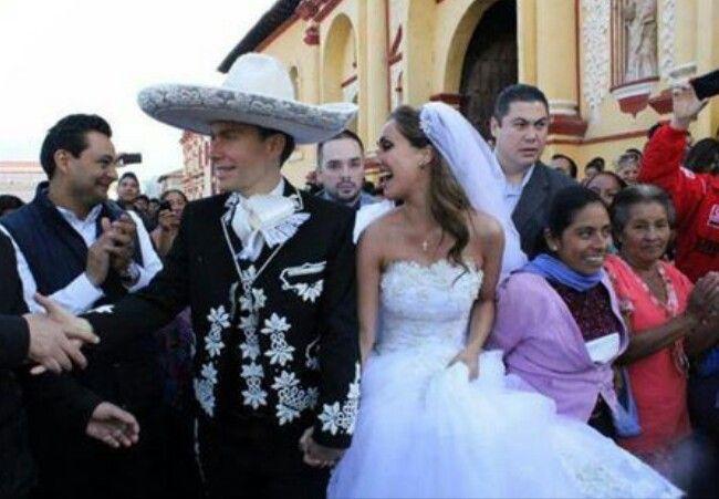 Anahi noiva mais linda:-)