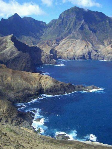 Isla Juan Fernández (la de Robinsón Crusoe)  Chile