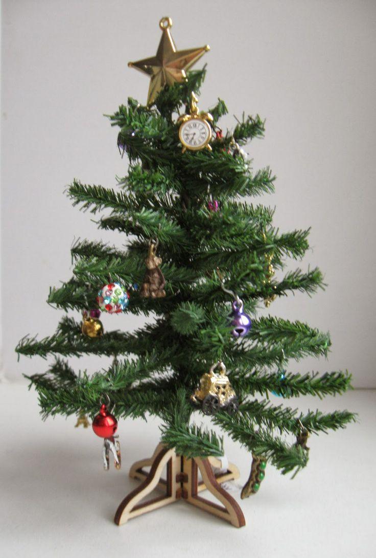 How To: Mini Christmas Tree