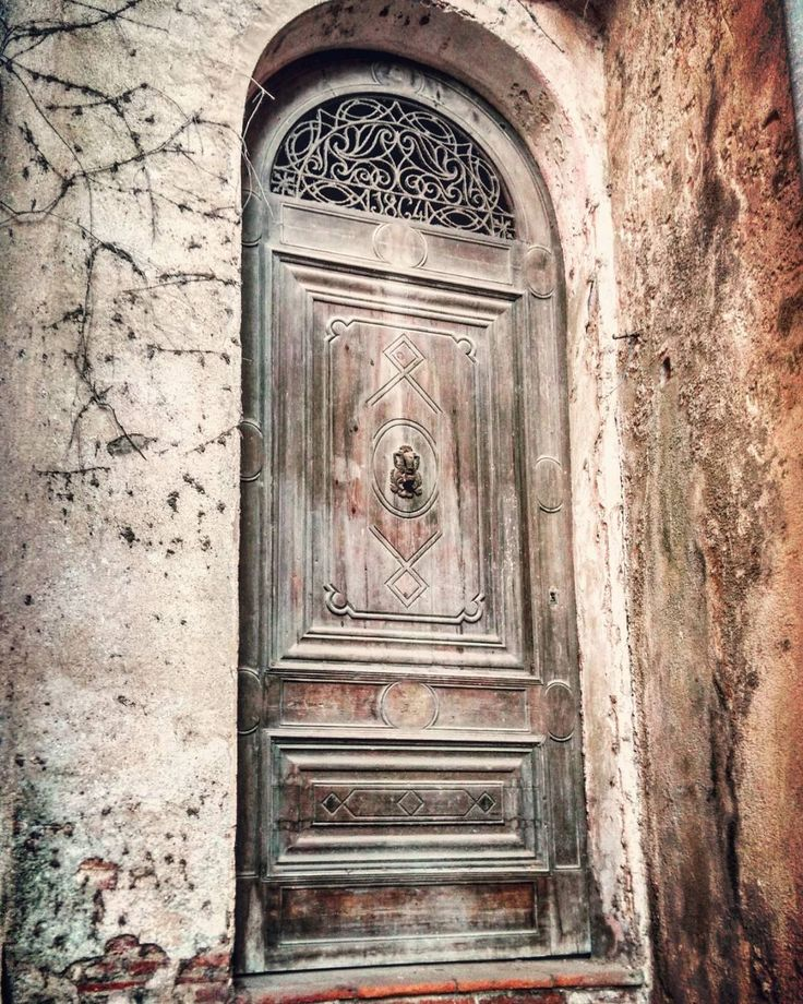 Caldes d'Estrac Barcelona #doors #door #puertas #puerta #portes #porte #doorsofinstagram #instagood #nofilter #bcn #barcelona #arquitectura #architecture #art #arquitecture #doors #door #puertas #puerta #portes #porte
