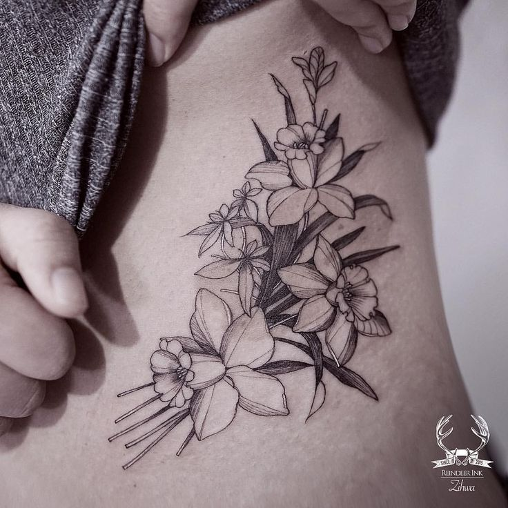 Daffodil black and white floral tattoo on the torso. - Reindeer Ink #flowertattoo #daffodiltattoo