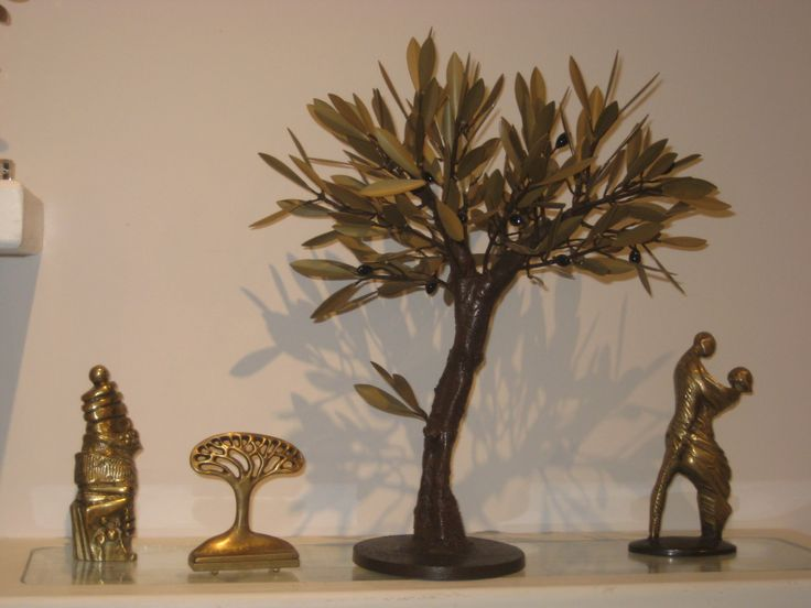 Sculptures by Aggelika Korovessi, olive tree by Constantinos Valaes 2014