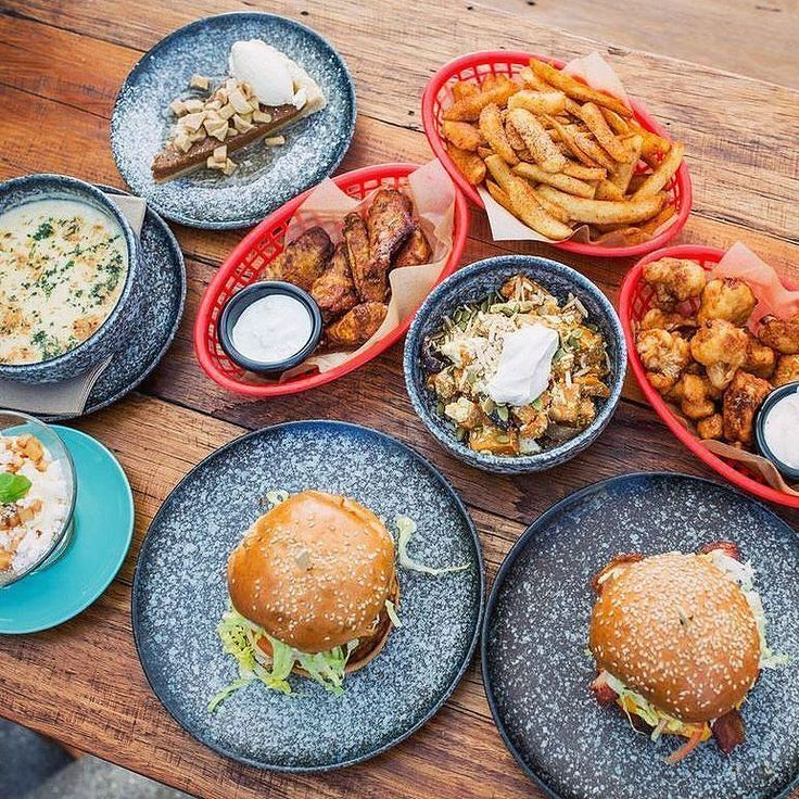 When there's so much good food in front of you but all you can think about is the dessert in the corner  ! . . . . . . @b3bbq #dessert #dessertporn #foodporn #foodart #burgers #burgertime #burger #burgerlover #chicken #chickenwings #chips #foodie #food #foodlover #foodstuff #foodiegram #foodblogger #foodstyle #foodspiration #instafood #instagood #instaeat #eat #eats #eatstagram #eatingfortheinsta #eatout #dineout #