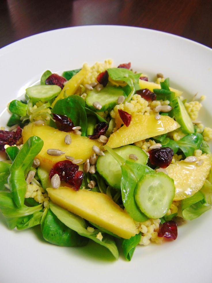 Aktywne Żywienie: Orzeźwiająca sałatka z roszponką, kaszą jaglaną i owocami